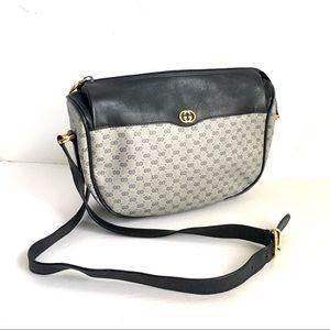 67485c1ae5b1 Women Vintage Gucci Crossbody Bag on Poshmark